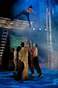 O espetáculo Movimento Perpétuo emocionou o público no encerramento do 1º Festival Internacional de Circo. (Divulgação)