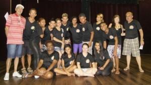 Jovens participantes da atividades do Teatro. Foto: Divulgação